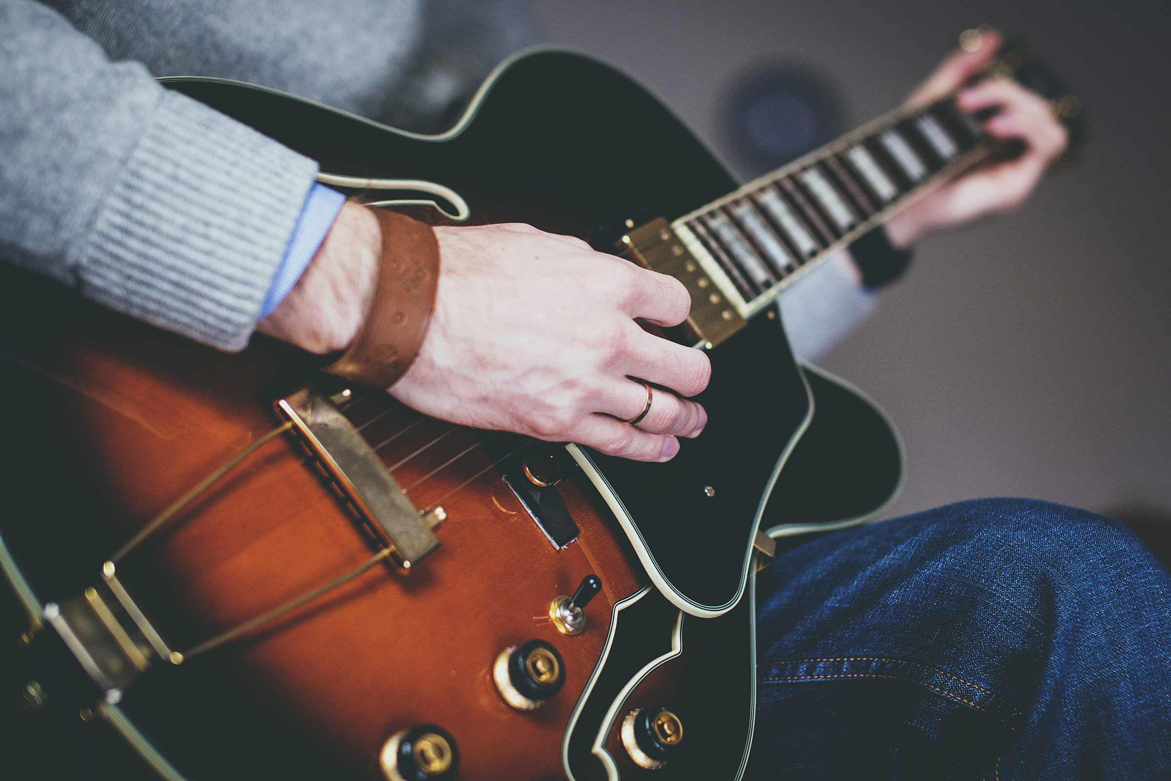 Learn Jazz Guitar Playing Techniques